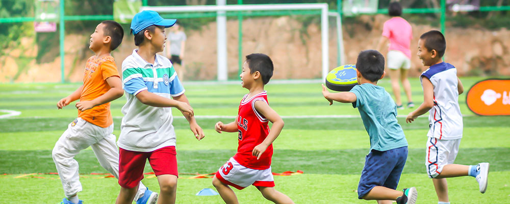 让孩子享受快乐的飞盘运动